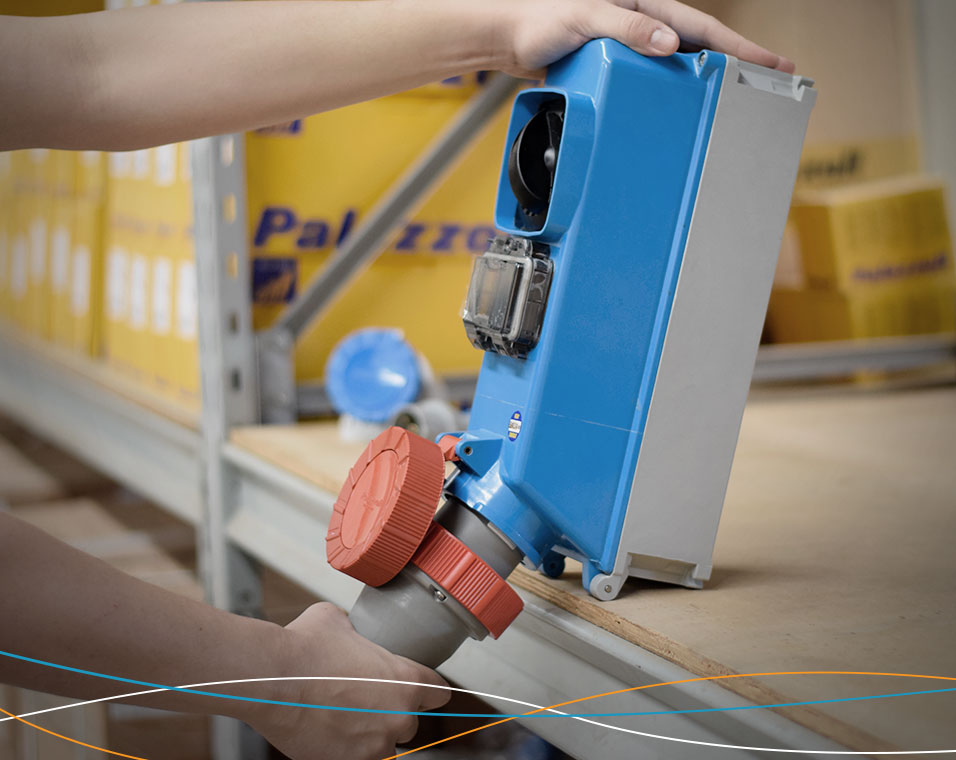 Eficiência energética na indústria com tomada de bloqueio mecânico Palazzoli