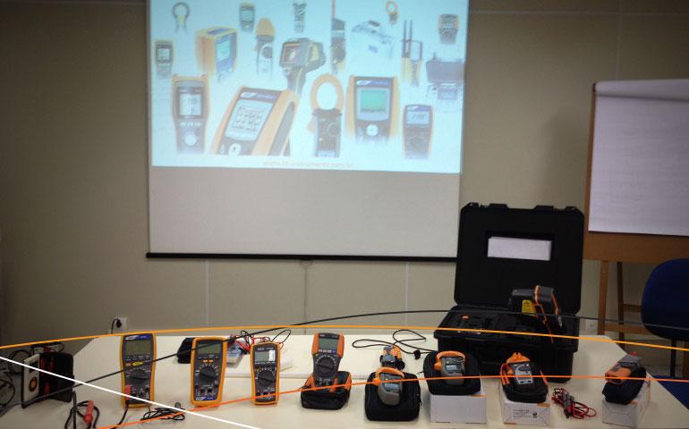 Equipamentos HT Instruments do Curso de energia solar da Amperi